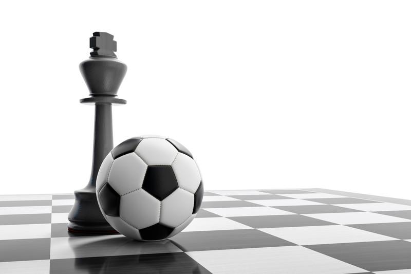 サッカーボールとチェスの駒